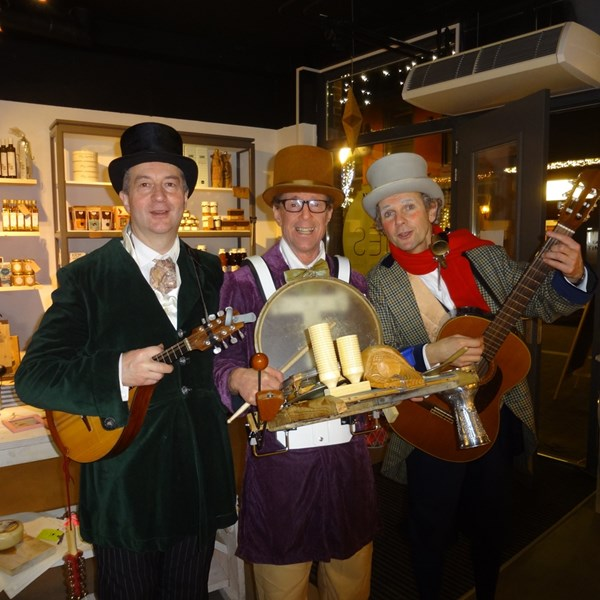 DICKENS MUSE 2015-12-19 Papendrecht (01vb) (1000x1000).jpg