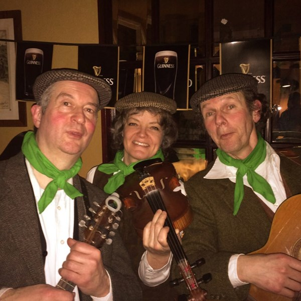 IRISH MUSE - Irish music trio 2016-03-17 Leiden (foto Bart Versteeg)vb (1000x1000).jpg